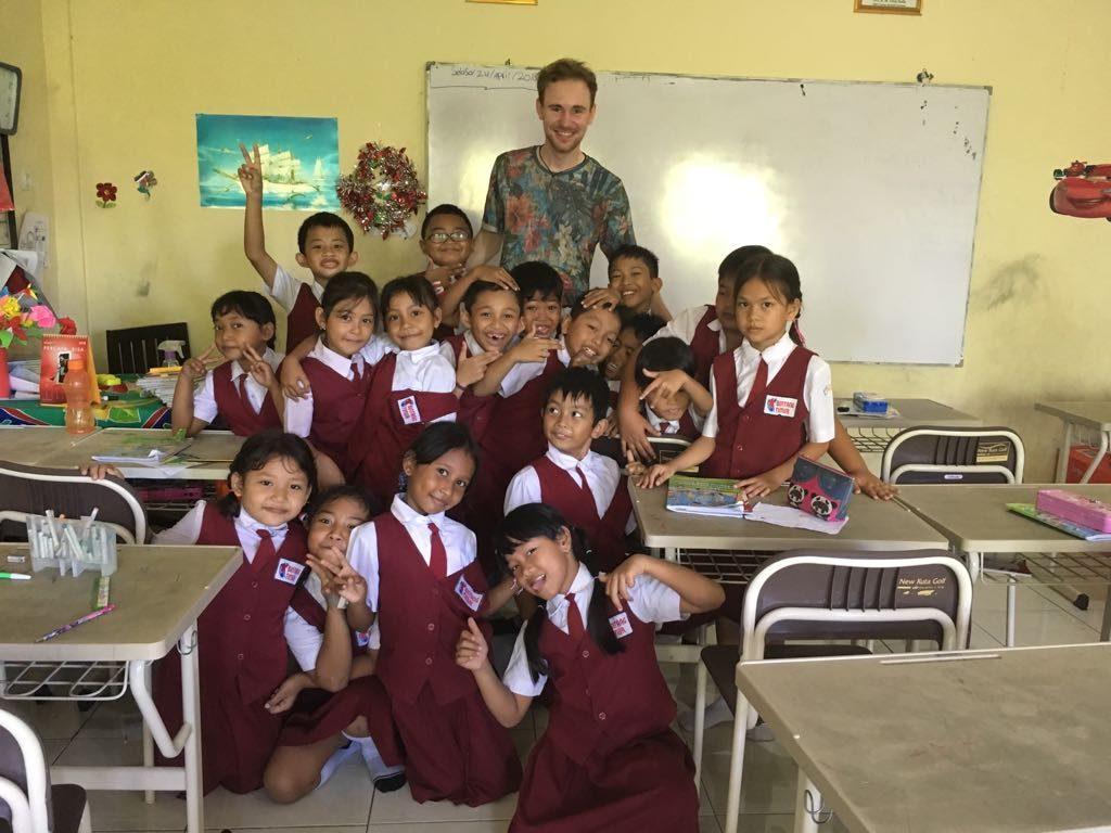 Lars: «Das Arbeitsklima an der Schule lässt sich am ehesten mit der selbstverständlichen Hilfsbereitschaft in einer sehr großen Familie beschreiben.»